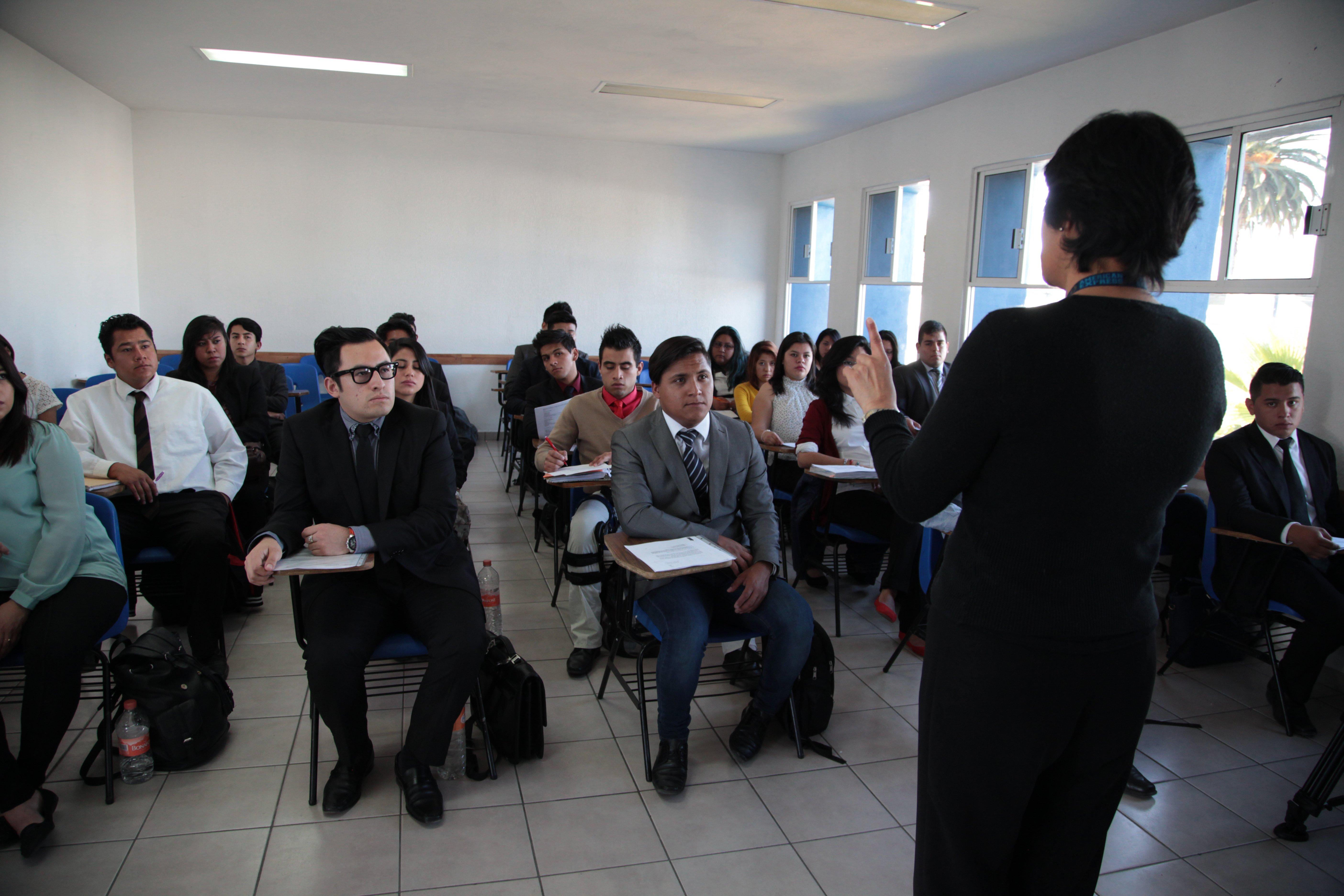 licenciatura-presencial-administracion-de-empresas-turisticas